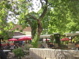 Spaniards-Inn-beer-garden
