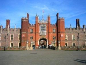 Redan entrén till Hampton Court Palace är magnifik