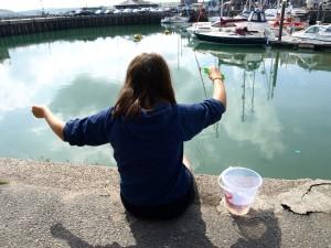 Du köper allt du behöver till krabbfiske i hamnen