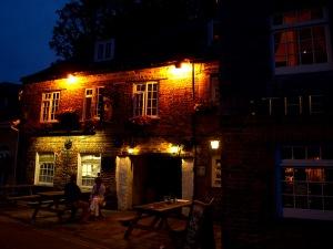 Min favoritpub kvällstid är Shipwright Inn i hamnen