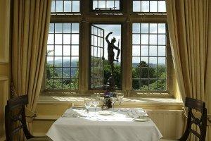 Romantisk matsal med Snowdoniavy.