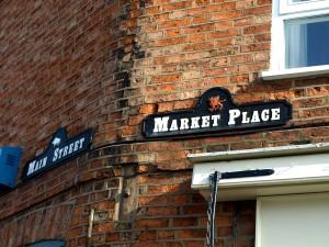 Market Bosworth med Richards vildsvin och Tudors walesiska drake