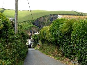 Uppifrån höjden ser man knappt att här gömmer sig en by.