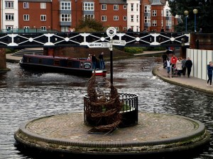 Vid Brindleyplace möts kanaler.