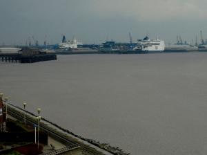 Hollandsfärjorna i Hull en mulen dag.