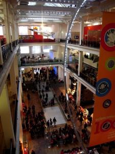 Den stora hallen med sina gallerier. Folktomt sa jag aldrig...