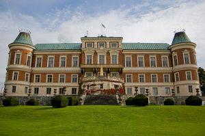 800px-Hackeberga_slott
