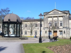 Harrogate_Town_Hall_-_geograph.org.uk_-_738842