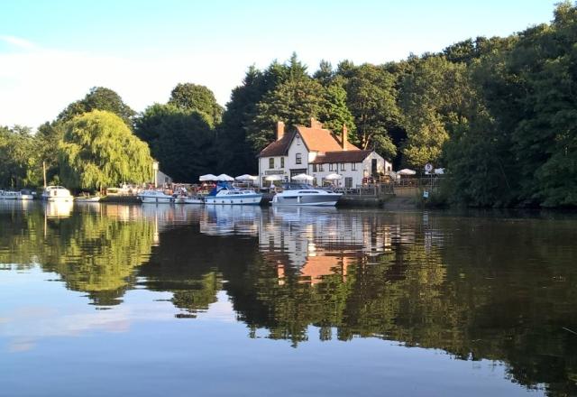 Waters Edge  Foto: Norwich Canoe Hire