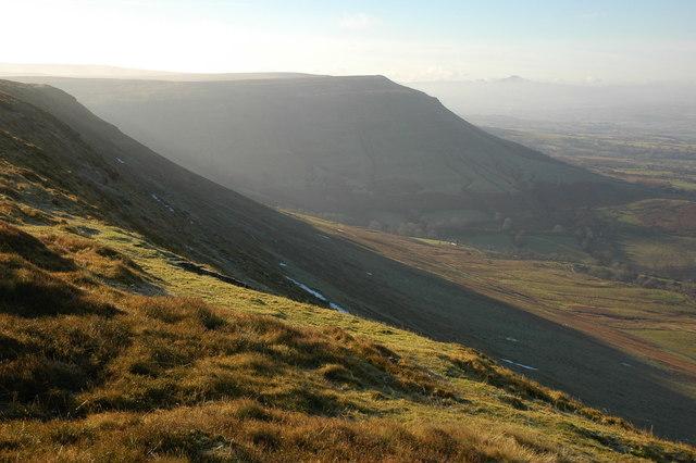 Twmpa sett från Hay Bluff. Foto: Philip Halling (geograph.co.uk)
