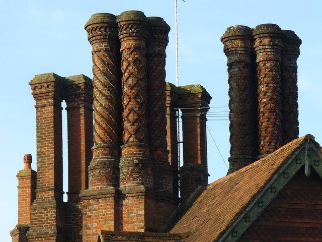 Pugin-skorstenar i Albury. Foto: Colin Smith (geographer.co.uk)