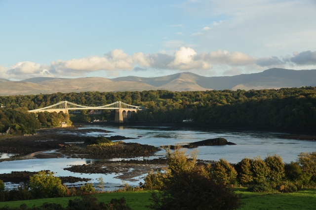 Vy tillbaka mot Snowdonia från Anglesey