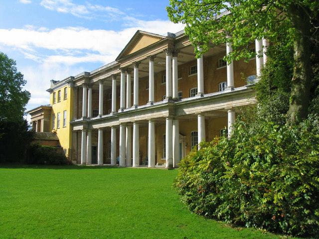 West Wycombe House.  Foto: Jurek and Trish Sienkiewicz (Geograph)